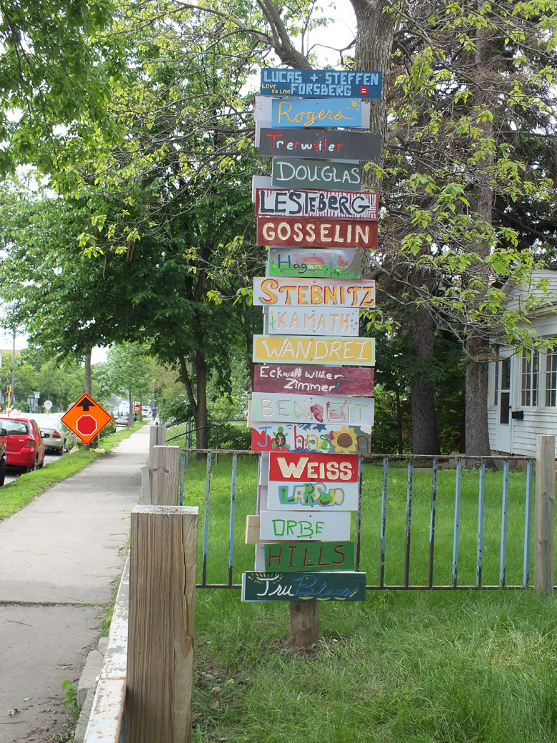Mounted signs on 35th and Chicago